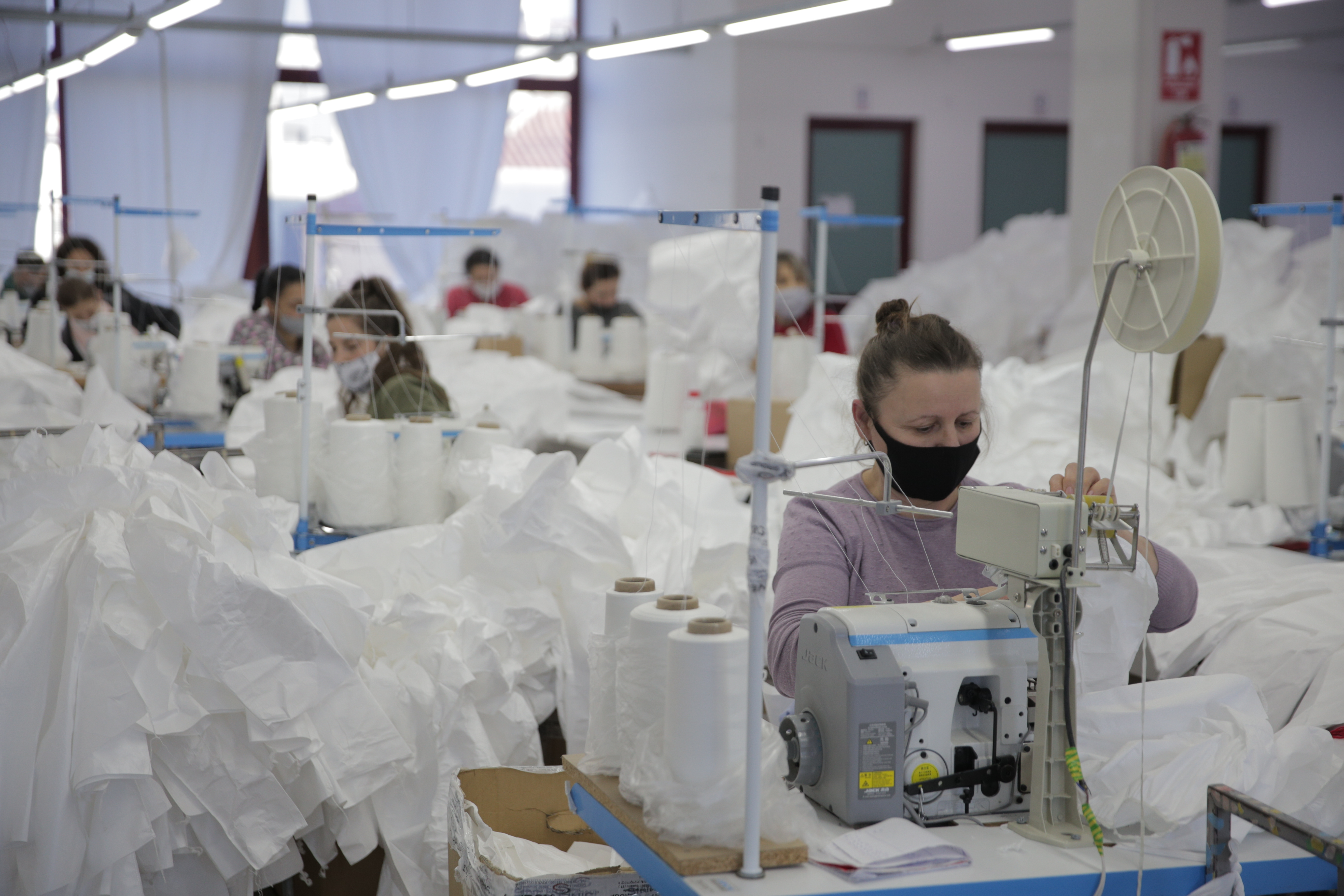 The International Labour Organization (ILO) with the support of the Government of Sweden provides cash transfers for laid-off women workers in the textile and footwear sectors